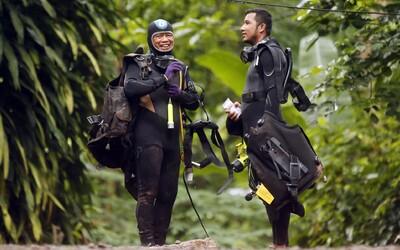 Pokus o záchranu chlapců uvězvěných v jeskyni v Thajsku skončil pro záchranáře tragicky