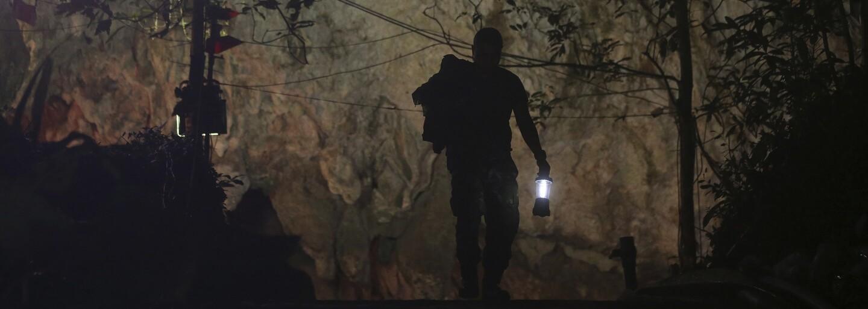 Pokus o záchranu detí uväznených v jaskyni v Thajsku sa skončil tragicky