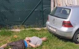 Policajná naháňačka sa skončila v smetiaku, vodič to neodhadol.