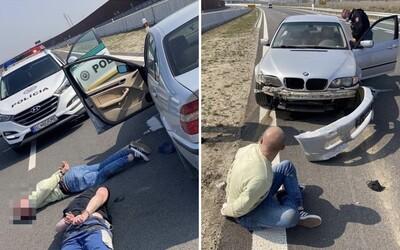 Policajná naháňačka v Bratislave ako z GTA: Muža zastavila až prestrelená pneumatika. Skončil na zvodidlách diaľnice