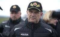 Policajný prezident Milan Lučanský zvažuje, že z funkcie odstúpi sám. Vláda ho plánuje odvolať