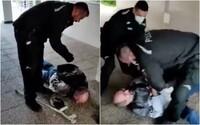 Policajný zásah pobúril Slovákov: Muža s barlou spacifikovali, pretože nemal rúško. Polícia sa bráni