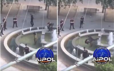 Policajt spacifikoval muža s mačetou jedným rýchlym skokom