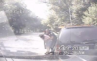 Policajt zachránil život dusiacej sa žene pri rutinnej dopravnej kontrole