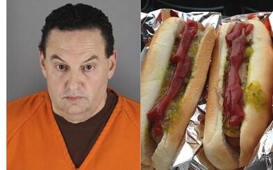 Policisté chytili po 25 letech vraha díky DNA na ubrousku, který odhodil do koše po dojedení hot dogu