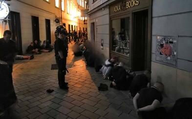 Policajti po bitke v Bratislave zadržali viac ako 80 chuligánov. Spustošené mesto zostáva uzavreté