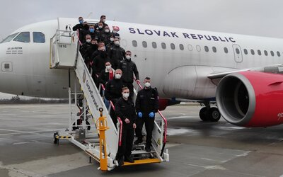 Policajti pomocou letky ministerstva vnútra zabezpečili prevoz nelegálnych migrantov do Rumunska
