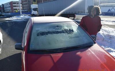 Policajti šoféra zo Svitu načapali s vynikajúco očisteným čelným sklom. Vyhovoril sa, že nemal v pláne zájsť ďaleko