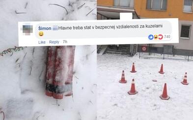 Policajti v Košiciach zaistili údajnú výbušninu kužeľmi. Pyrotechnici situáciu profesionálne zvládli, ale ľudí aj pobavili
