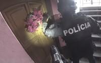 Policajti zasahovali proti otrokárom, ktorí na prostitúciu zneužívali aj 13-ročné dievčatá