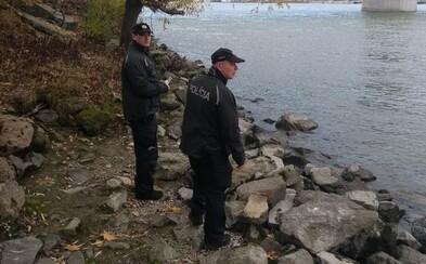 Polícia kvôli nezvestnému Michalovi prehľadáva pobrežie Dunaja. Záznam z kamery naznačuje, čo sa mohlo stať