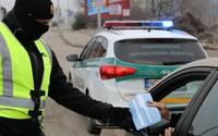 Polícia sprísni kontroly zákazu vychádzania. Negatívny test budeš potrebovať, keď pôjdeš do práce alebo na poštu