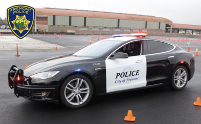 Polícia v USA používa Teslu Model S ako služobné vozidlo. Pri jednej z naháňačiek sa vybila