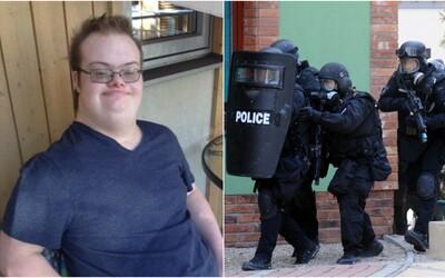 Polícia zastrelila chlapca s Downovým syndrómom držiaceho hračkársku zbraň. Z fatálneho omylu mužov zákona sa teraz spamätáva celá rodina