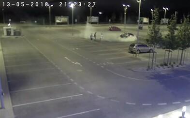 Polícia zverejnila video s opitým mladíkom. Driftoval na jednom z bratislavských parkovísk