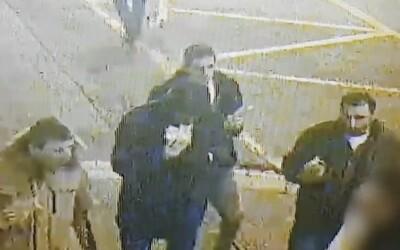 Polícia zverejnila video s tvárami cudzincov, ktorí by mohli pomôcť objasniť usmrtenie 22-ročného muža v Bratislave