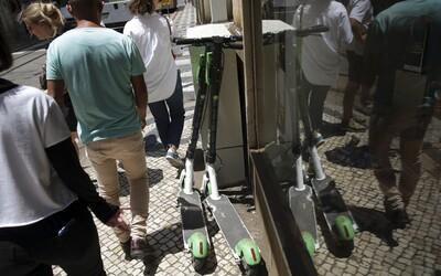 Policie během Oktoberfestu zabavila stovky řidičáků opilcům na elektrických koloběžkách