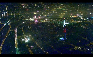 Policie ČR zveřejnila fascinující letecké záběry ohňostrojů nad Prahou