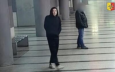 Policie dopadla muže podezřelého z útoku na seniorku, v metru ho objevili revizoři