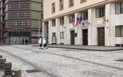 Policie evakuovala část budovy ministerstva zdravotnictví, na podatelnu přišla podezřelá zásilka