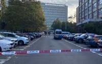 Policie hlídkuje před VŠE na Žižkově, anonym ohlásil bombu
