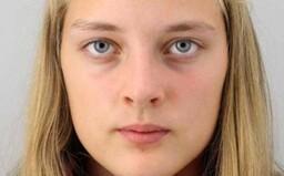 Policie pátrá po 14leté dívce z Dvora Králové nad Labem. Naposledy byla viděna v černé paruce a s umělými řasami