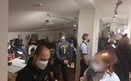 Policie rozehnala ilegální party v Praze. Na večírku v bytě se bavilo 56 lidí