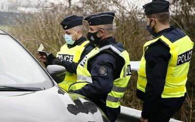 Policie rozpustila sexuální orgie u Paříže. Účastníci neměli roušky, nedodrželi odstupy a porušili zákaz vycházení