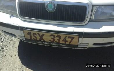 Policie v Kladně zadržela řidiče, který měl SPZ z papíru. Maskoval zákaz řízení