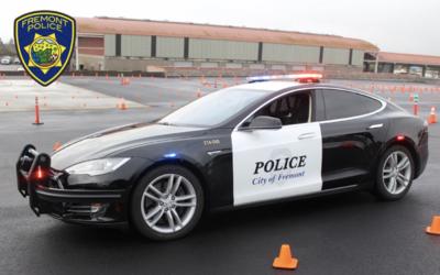 Policie v USA používá Teslu Model S jako služební vozidlo. Při jedné z honiček se vybila