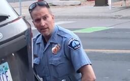 Policista, který klečel na krku George Floyda, je obviněn z vraždy třetího stupně a ze zabití. Hrozí mu 25 let vězení