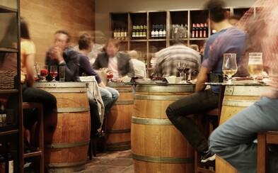 Policisté v Praze vypátrali otevřenou restauraci. Znevažování pravidel není hrdinství, říká Blatný