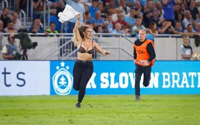 Polonahá fanynka, která v zápase Slovanu vběhla na hřiště: Musím zaplatit 20 000 korun, ale nelituji toho (Rozhovor)