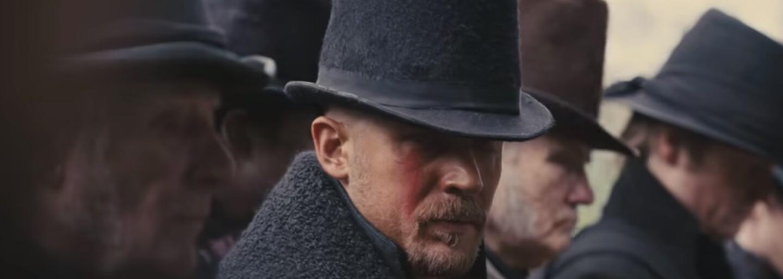 Polonahý Tom Hardy nás ohúri v seriáli Taboo, na ktorom pracoval aj Ridley Scott