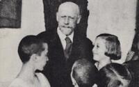 Polský židovský učitel dobrovolně odjel se svými žáky do vyhlazovacího tábora. Nechtěl je opustit