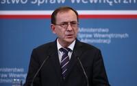 Polští ministři pustili na tiskové konferenci zoofilní porno, které měli údajně nalézt v telefonech migrantů