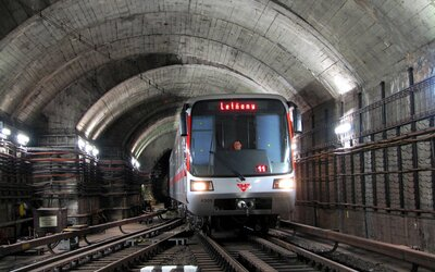 Pomalu, ale jistě. V dalším úseku trasy C pražského metra se připojíte k vysokorychlostní síti LTE