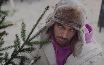 Pomohli Bekimovi k získaniu vianočného stromčeka psie oči alebo sa musel pobiť?