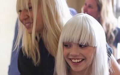 Popová zpěvačka Sia přiznává boj s chronickými bolestmi, aby dodala sílu do boje se stejnou chorobou i ostatním