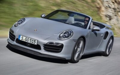 Porsche 911 Turbo (S) Cabriolet: 318 km/h s vetrom vo vlasoch