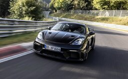 Porsche hlási ďalšiu úchvatnú jazdu na Nürburgringu. Postaral sa o ňu nový Cayman GT4 RS