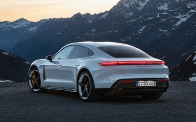 Porsche si pýta 500 dolárov za športovo znejúcu MP3-ku. Elektromobil Taycan ju bude hrať do exteriéru