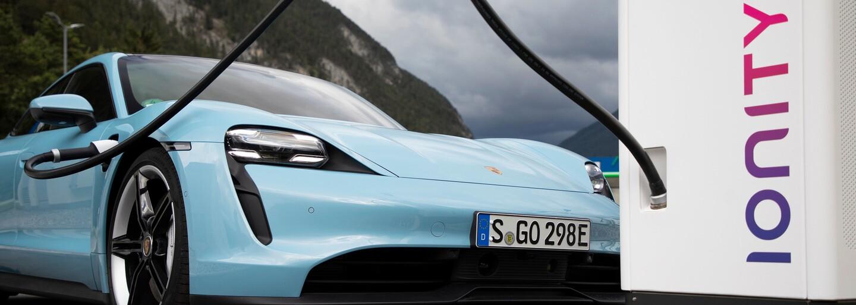 Porsche vylepšilo elektrický Taycan. Po novom je ešte rýchlejší a inteligentnejší