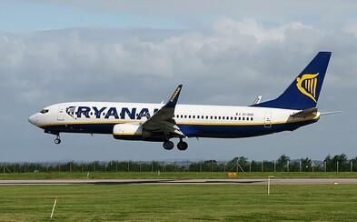 Posádka Ryanairu nariadila matke, aby prestala kojiť svoje dieťa