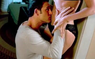 Posadnutý mladík si to rozdáva so sexy Jennifer Lopez v traileri pre Chlapec odvedľa