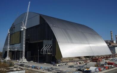 Poškozený sarkofág vybuchlého černobylského reaktoru překryli kupolí za 1,5 miliardy eur
