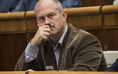 Poslanci odmietli návrh ĽSNS, ktorým chceli zrušiť viaceré extrémistické trestné činy, vrátane popierania holokaustu
