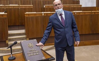 Poslanec od Kotlebu naložil Kuffovi: Koronavírus je vážne ochorenie, videl som umierať pacientov, nie je to bohviečo