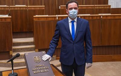 Poslanec OĽaNO hlasoval s kotlebovcami, dostal 3-mesačný trest. Chcel na vlastnú päsť obmedziť interrupcie.