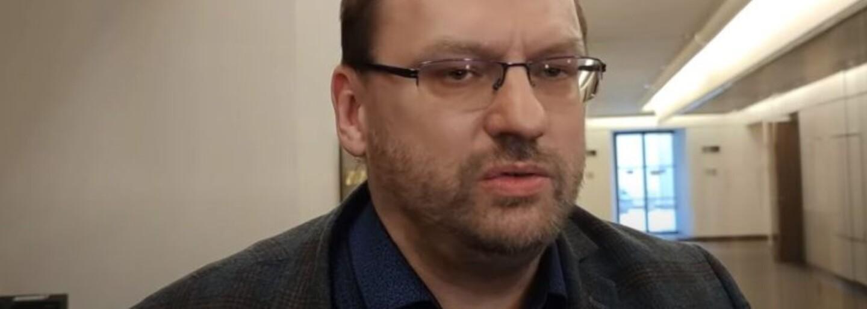 Poslanec Volný je podezřelý z šíření poplašné zprávy, policie požádala o jeho vydání k trestnímu stíhání